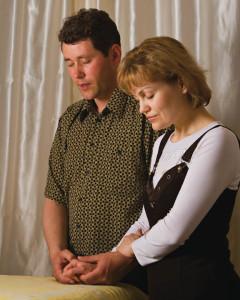 couple-mormon-priere