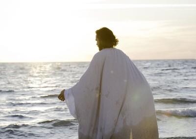 Jesus-Christ-Walking2